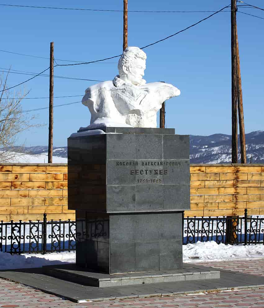 Памятник Бестужеву в поселке Новоселенгинск