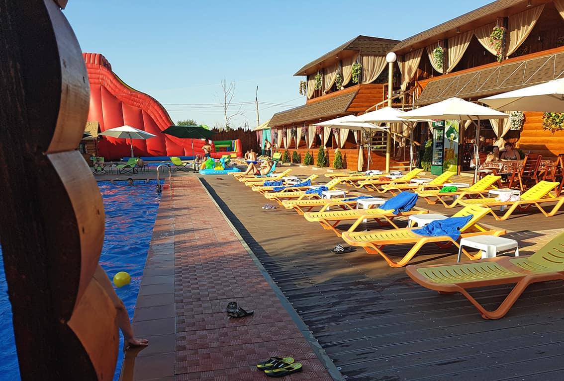 Бассейн в отеле «АЛМАЗ»