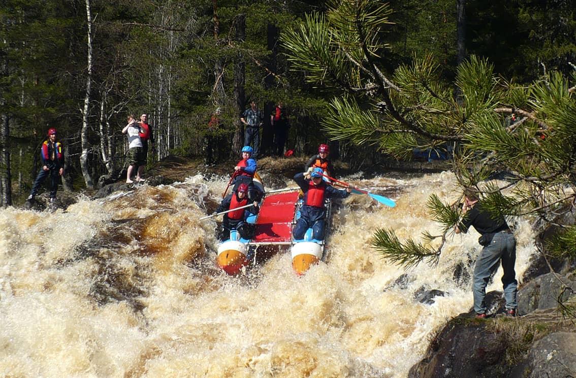 сплав по реке в Карелии